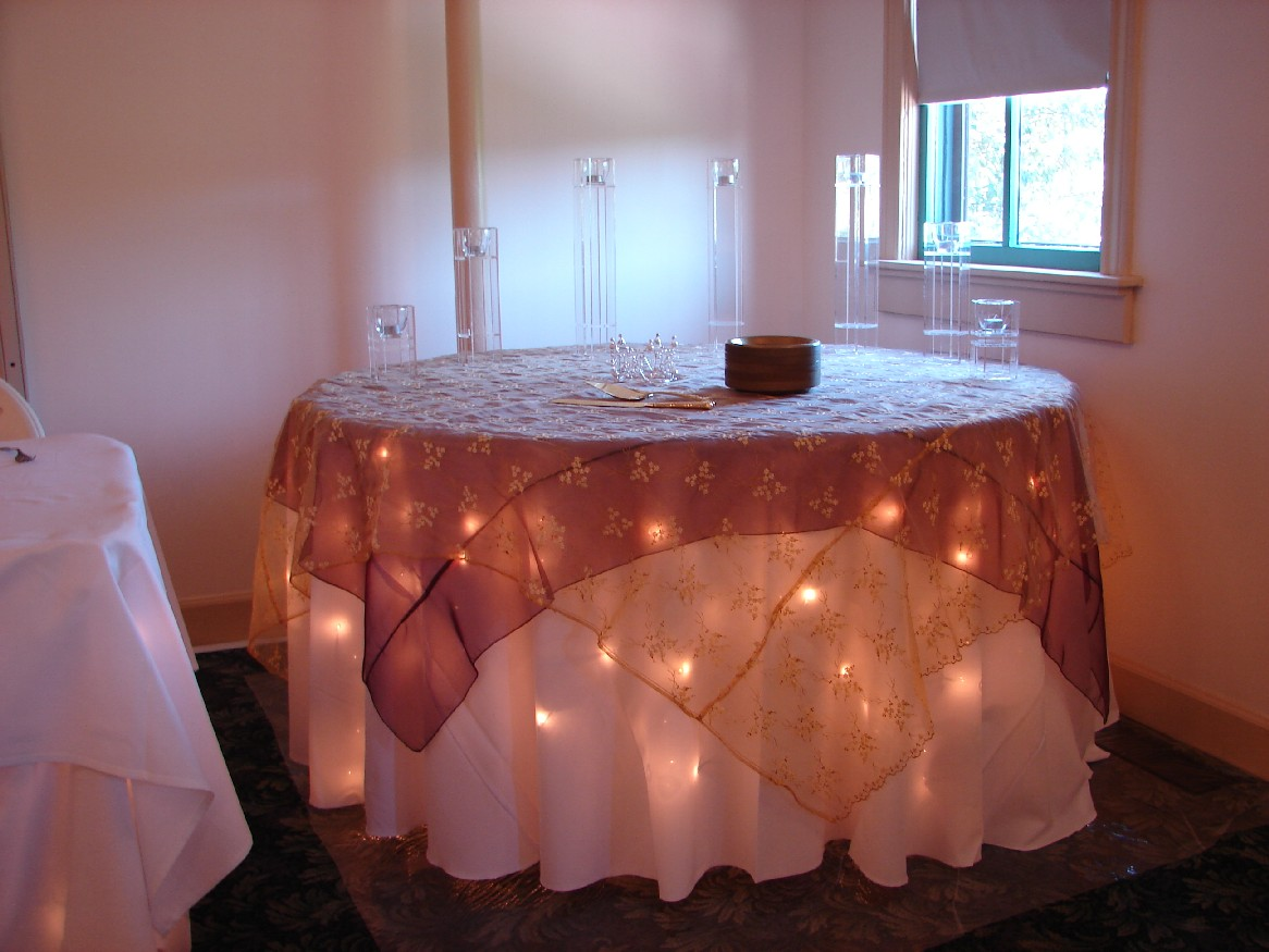 Chair covers of lansing table decorations - Decoration de table ...